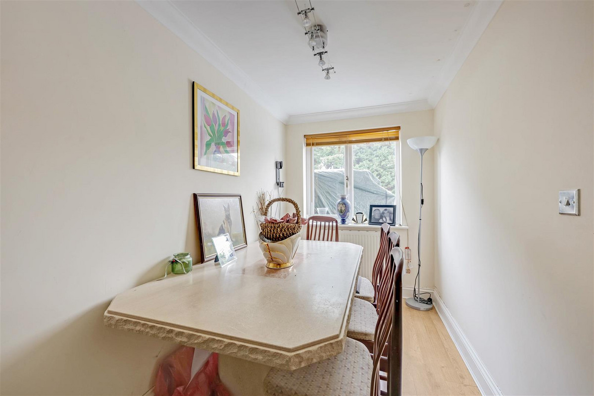 Image 1 of 522-524 Rayleigh Road, Leigh-on-sea, SS9