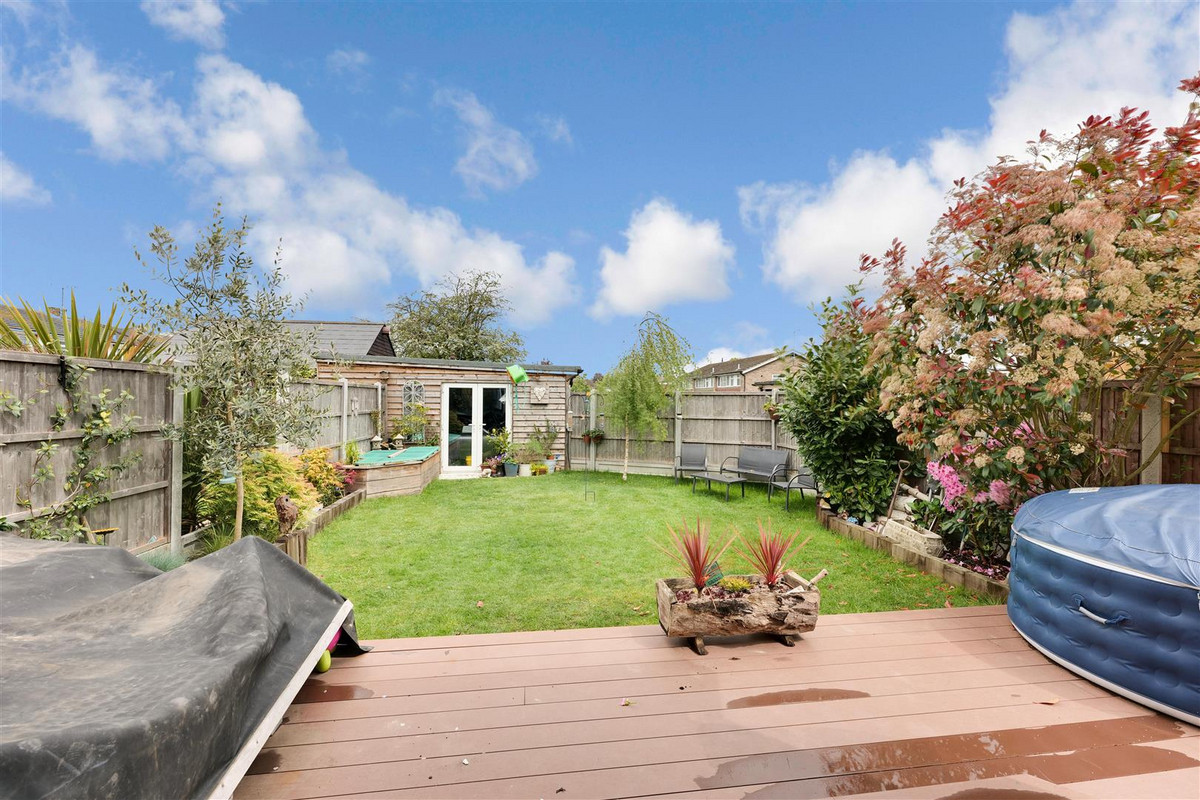 Image 1 of Musket Grove, Leigh-on-sea, SS9