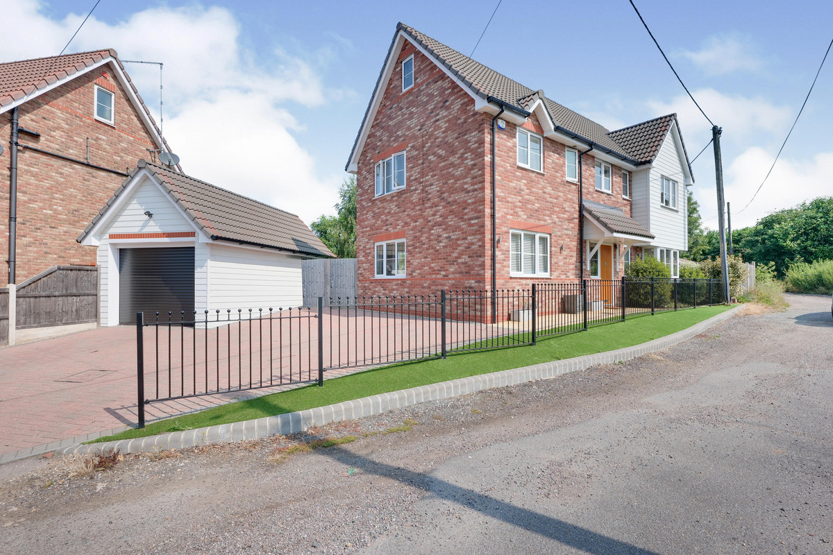 Image 1 of Daws Heath Road, Benfleet, SS7