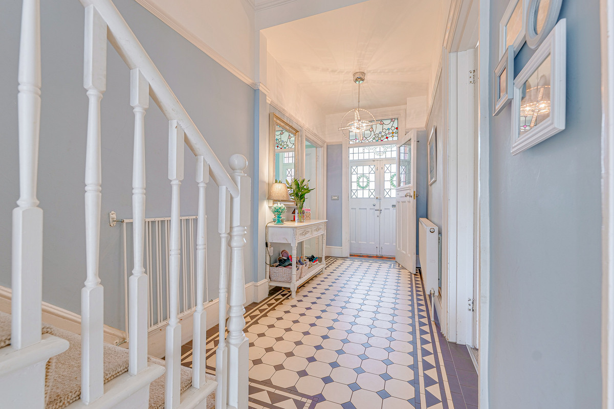 Image 1 of Park Crescent, Westcliff-on-sea, SS0